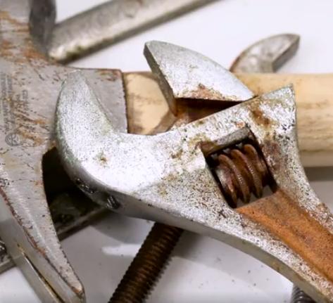 Jak pozbyć się rdzy z narzędzi?